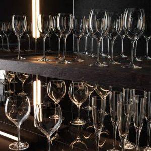גביעי יין ושמפניה